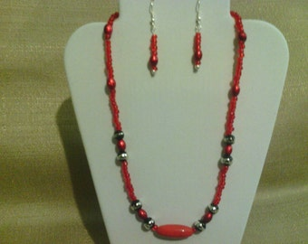 382 Bold Beautiful Red Beaded Necklace