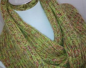 Selbstgestrickter scarf, Möbius LOOP, cotton blend, green, melange soft, warm, autumn winter gift mother day