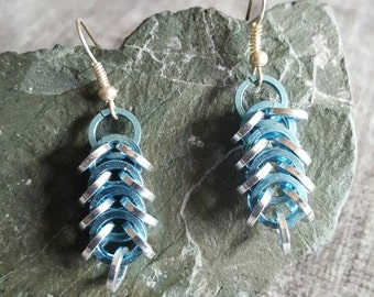 Vertical chainmale earings.