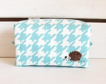 Mini box pouch - pale blue dogtooth print with a hedgehog applique