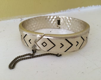 Chevron Navajo Style Bangle Bracelet / Chain Hinge / Silver