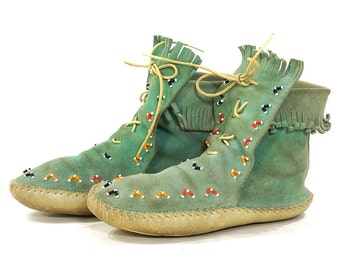 60s Beaded Moccasins / Vintage 1960s Lace Up Native American Ankle Booties / Turquoise Suede Fringed Shoes / Ethnic Folk / Women's Size 7