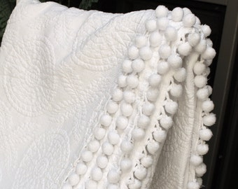 Vintage Bates Matelasse Bedspread - Solid White Bed - Trapunto Style Blanket - Twin Spread - Snowy White Medalions - Coverlet - Ball Fringe