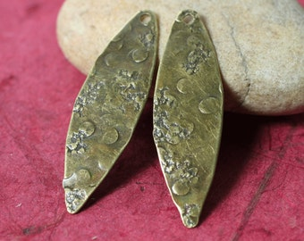 Hand hammered antique brass drop dangle size 40x12mm, 2 pcs (item ID YWXW000980ABK)