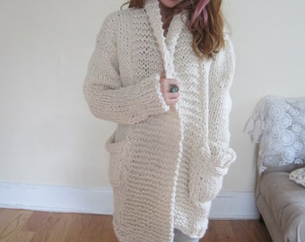 women's Ivory chunky sweater / white sweater/ hand knit
