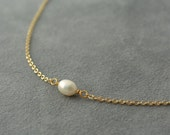 Tiny necklace - Layer necklace - One pearl necklace - Chain Gold plated - Bridal pearl - Chain necklace - Chain chocker