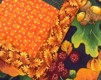 Table topper quilted fall colors oak leaves and acorns
