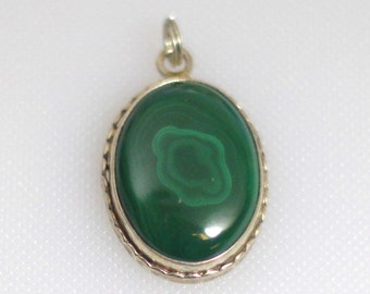 Sterling silver pendant with oval malachite cabochon