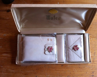 Wales leather wallet key holder white floral original box