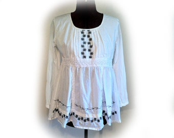 Vintage 90s Cotton Peasant Blouse, White with Black Embroidery, White Crochet Lace Trim, Made in India, Pleats and Gathers, Baby Doll Blouse