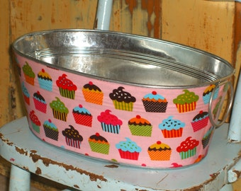 Retro Cupcakes on Pink Medium Short Oval Tub - Great for a Birthday Party!