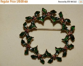 Valentines Day Sale Vintage Green Christmas Wreath Pin, Brooch, Christmas Wreath with Red & Green Holly Berries, Wreath, Lot #41