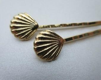 Tiny Petra Shiny Gold Seashell Bobby Pins Boho chic Hair Pins Nautical Hair Jewels Beach Summer Simple Pins Bohemian Fashion Accessory Gift