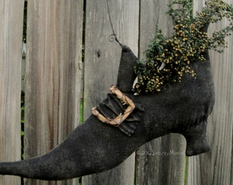 Edna Nettle's Shoe. A primitive Folk Art Pattern from Raven's Haven