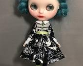 Blythe Spooky Gothic Dress, outfit with striped socks