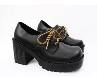 90's chunky PLATFORM oxfords // black vegan lace up shoes // chunk heels // size 8