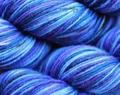 hand-dyed sparkle self-striping sock yarn / fingering weight yarn / super wash stellina wool yarn / quark colorway / blue tonal