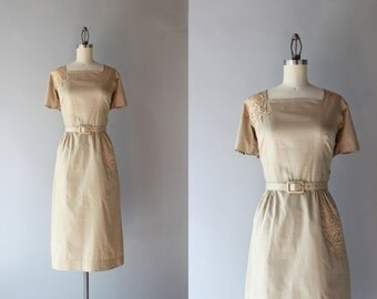 Vintage 50s Dress / 1950s Polished Cotton Fitted Dress / Beige Lace Appliqué Cotton Day Dress