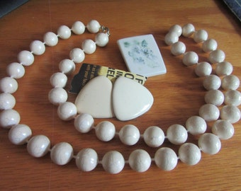 cream necklace plus brooch and earrings