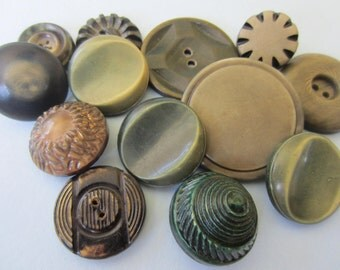 Vintage Buttons - Lot of 13 assorted green novelty,  celluloid, novelty 30's-40's Retro, (mar 118)