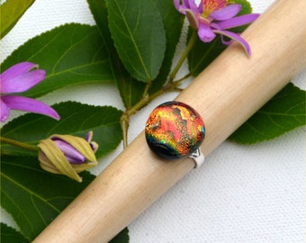 035 Fused dichroic glass ring, adjustable, silver plated, round, red, yellow, gold, green