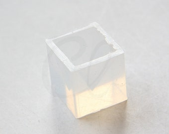 One Piece Silicone Mold For Pyramid Shape Pendant - DIY Resin Pendant - 20mm (3222C-A-192)