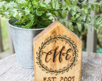 Personalized wooden house - Wedding gift - New home Gift