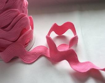 Medium pink polyester jumbo rick rack - 2 yards
