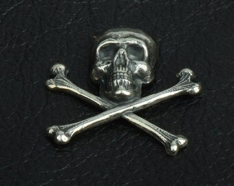 Skull and Crossbones Charm, 21mm,  Jolly Roger, Classic Silver, pack of 6 15257CS