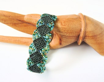 Green and Teal Macrame Bracelet - Micro Macrame Bracelet - Evergreen and Teal