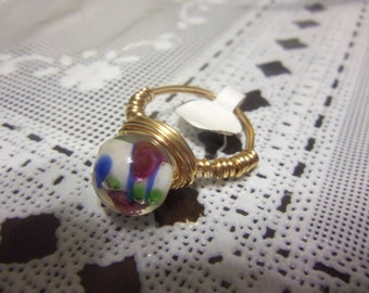 Size 8 1/2 Tarnish Resistant Goldtone Wire Wrapped Ring w. Glass Lampwork Bead Center