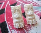 Tiki Earrings - Ivory White - Rockabilly Style - Post Earrings - Handmade