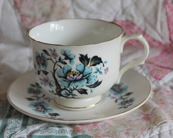 Vintage Sadler Wellington fine bone china tea cup and saucer,Made in England tea cup/saucer,fine bone china tea cup,floral tea cup/saucer,