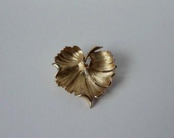 Gold tone MONET Leaf brooch. Leaf Pin.