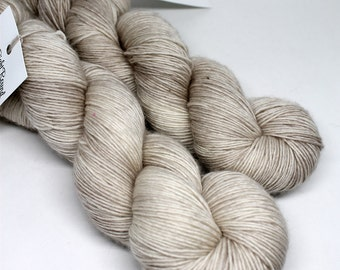 Hand Dyed Speckled Yarn - SW Merino Singles - Superwash Merino - 400 yards -  Pigeon