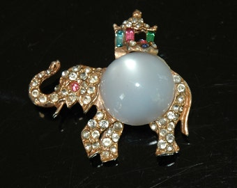 Bejeweled Elephant Brooch w/Howdah, Jewels of India, Rajah, Glass Moonstone Jelly Belly, Polki-style Rhinestones, Excellent Condition