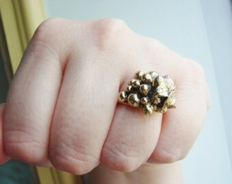 Vintage Sarah Coventry gold grapes cocktail ring - fully adjustable