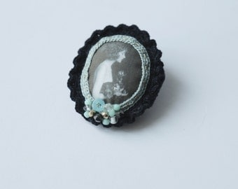 Lady with flowers - cameo crochet brooch