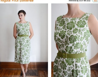 SUMMER SALE 1950s Green and White Floral Dress - L