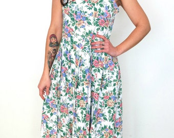 French vintage 1980s does 1950s cotton day white dress with green florals - medium large - M L