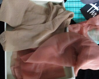Hosiery ~  Thrifties ~ Womens Mirco Mesh Seamless  Gray Mist 9-1/2 Nylon Stocking In Box  Plus 2 other pair/colors