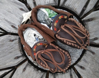 Buffaloskin Youth Moccasins - Size 5. Native American Moccasins, Deerskin shoes, Ceremonial Regalia, Beaded, Leather Slippers, Bohemian