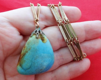 "Vintage gold tone 28"" necklace with 1.5"" turquoise stone pendant in great condition"