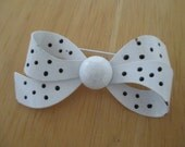VINTAGE COSTUME JEWELRY  /  Bow brooch