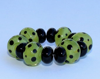"Handmade Lampwork Beads, 14 Pieces ""Semi Translucent Pea-Green and Black"", Size about 8.2 to 12.2 mm"