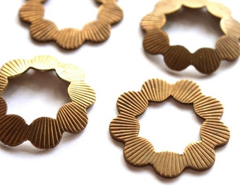 4 Vintage 1950s Brass Stampings // 50s 60s Findings // Round // NOS // Scalloped // Flower // Craft and Jewelry Supplies
