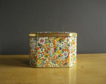Flowers All Over - Vintage Daher Tea Tin - Made in England