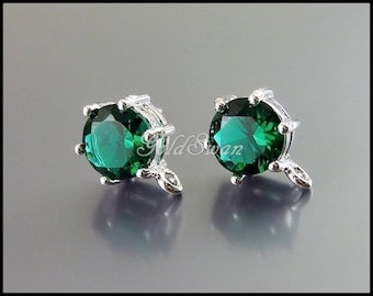 2 elegant emerald green 7mm faceted circle round glass stone in silver setting earrings, earring findings  5139R-EM