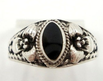 Valentines Lovers SALE Beautiful Ornate Black Onyx Sterling Silver Vintage Ring