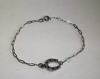 Bracelet  Horseshoe Silver Link Chain   Dainty Good Luck Cowgirl      Free Shipping in USA